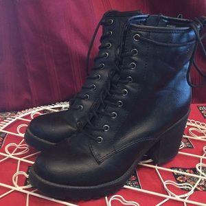Zigisoho Black heel combat boot 8.5  Kourtlan zip